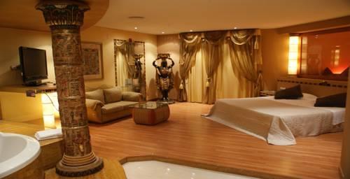 Hotel Alkalat Sevilla habitación con jacuzzi