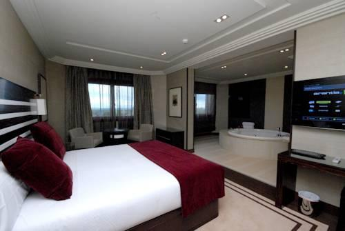 Habitación con jacuzzi Hotel Los Peñascales Madrid suite