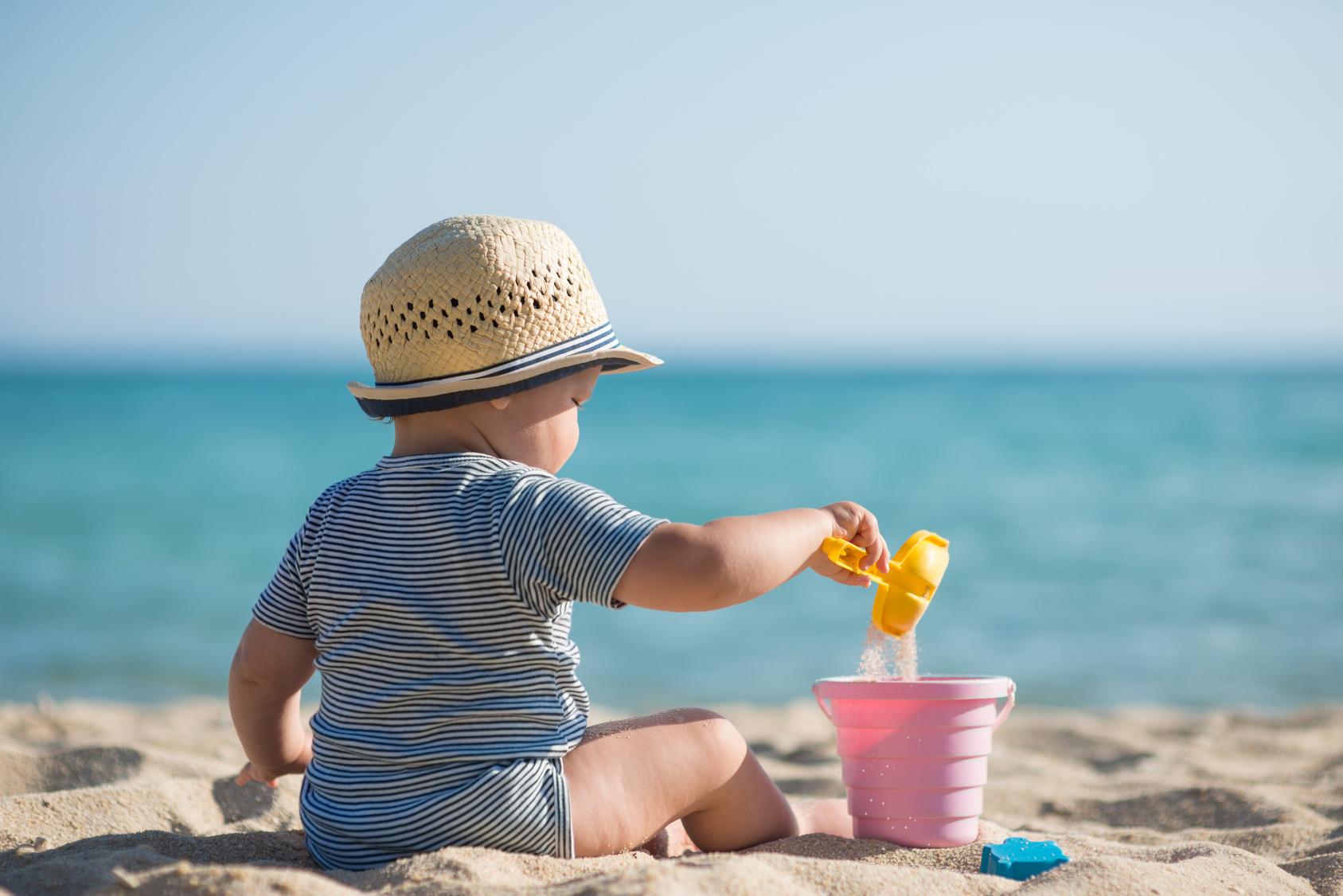 niños adictos a la playa