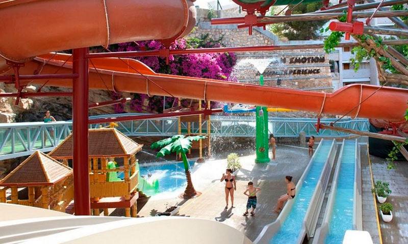 Hoteles con toboganes para niños en Benidorm. Hotel Magic Aqua Rock Gardens (Benidorm, Alicante)