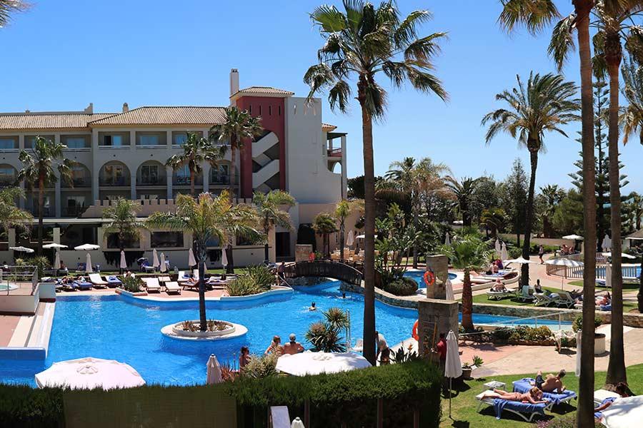 Medidas de seguridad en hoteles con piscina