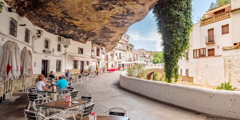 Casa rural cueva Andalucía. Setenil de las Bodegas Cádiz. Hoteles cueva.