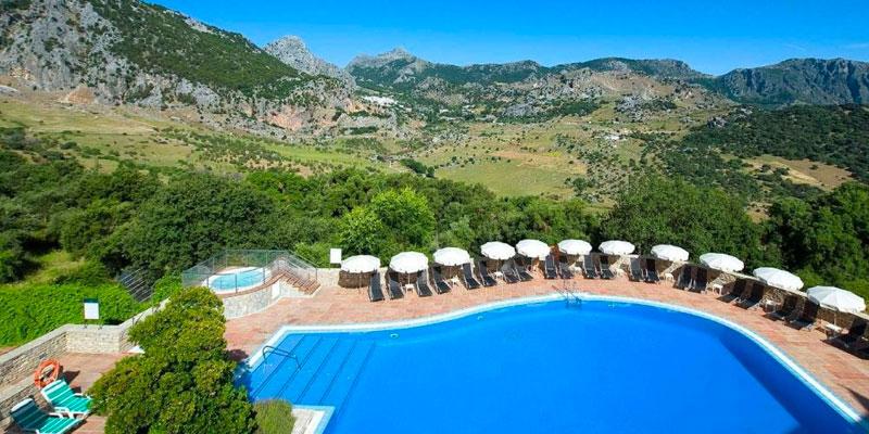 Hotel Fuerte Grazalema. Cádiz. Andalucía. Hotel rural con encanto y con piscina.